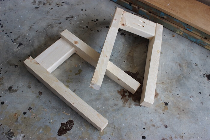 DIY Small Entry Bench Plans - Step 5