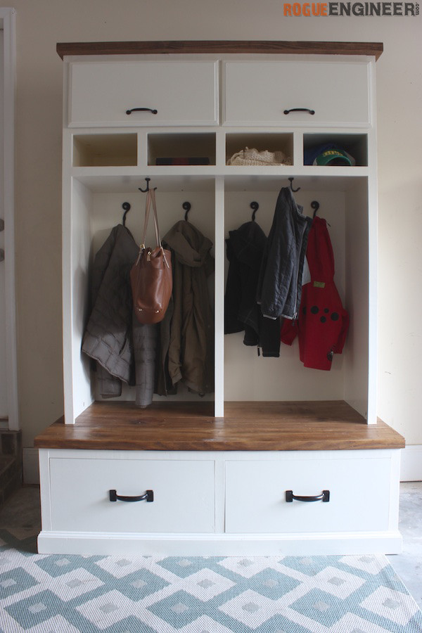 Mudroom Lockers with Bench { Free DIY Plans }