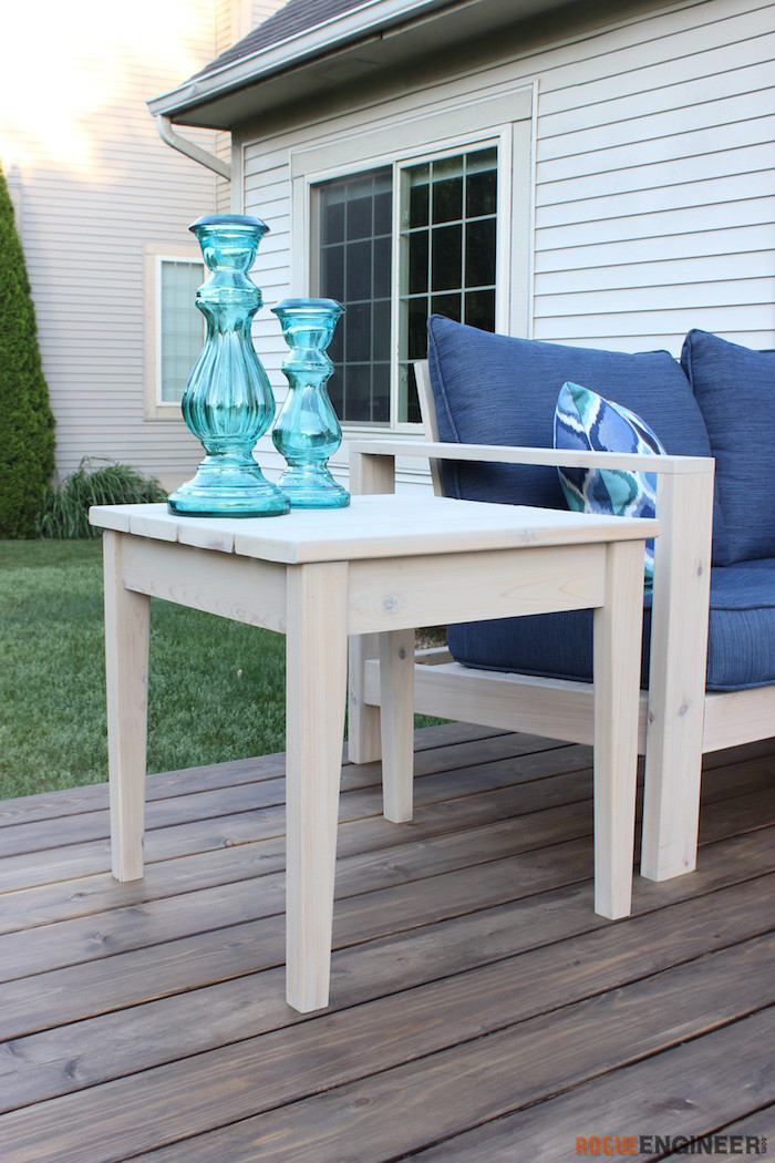 Outdoor side table (1)