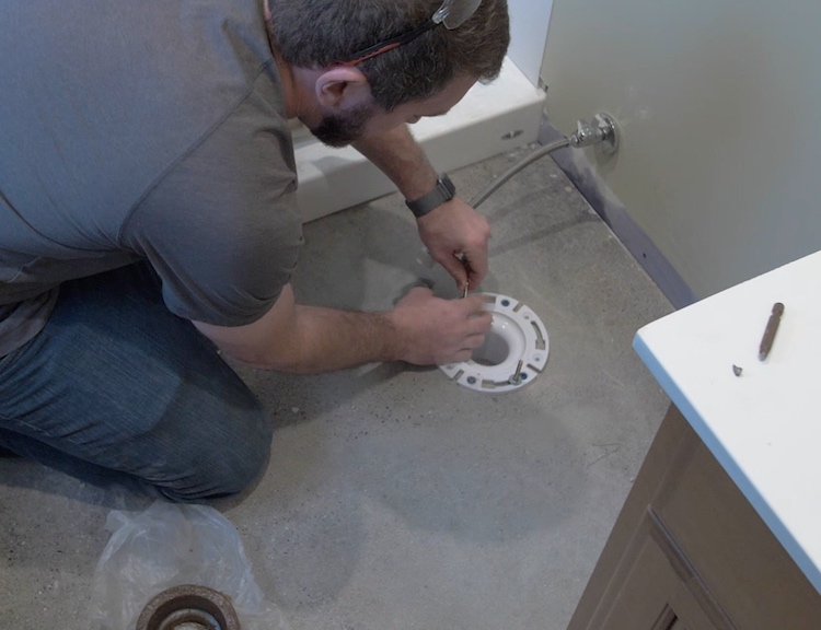 How to install a toilet Step 14