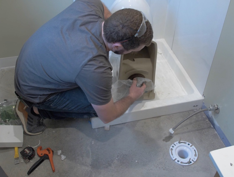 How to install a toilet Step 15