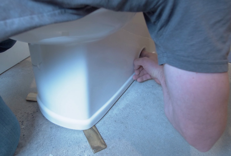 How to install a toilet Step 18
